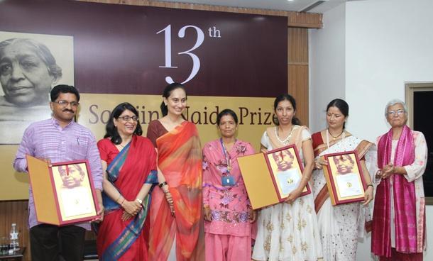 sarojini naidu in tamil language Read sarojini naidu: her way with words book reviews & author details and  more  publisher: niyogi books (21 february 2013) language: english isbn- 10:.
