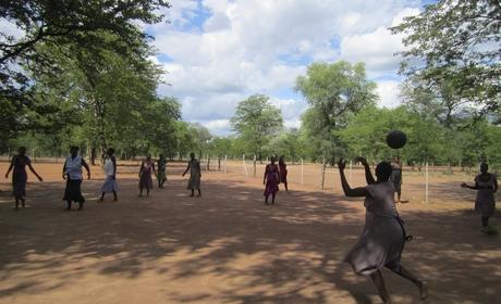 zimbabwe_waiting_mothers_cropscale_460x280