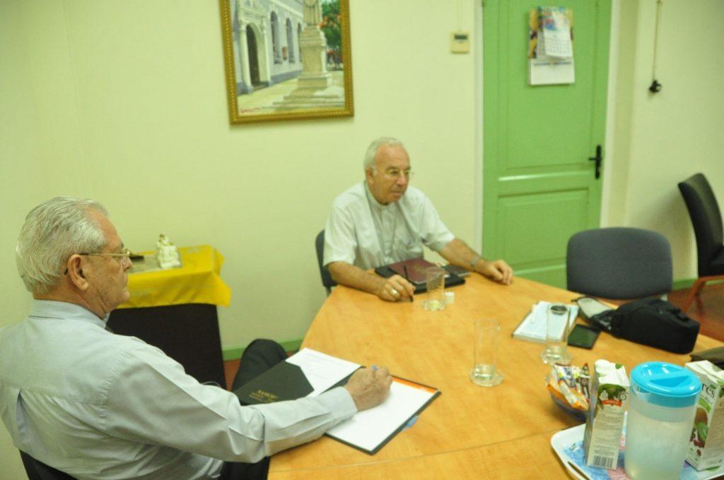 Orkaan Irma - De bisschop van Curaçao, Luis Secco (rechts)